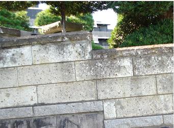 塀・門柱が傾いている