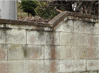 塀・門柱が揺れる